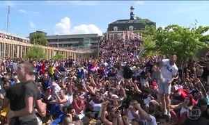 Franceses fazem grande festa pela classificação