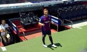 Meio-campo Arthur, campeão da Libertadores pelo Grêmio, se apresenta ao Barcelona
