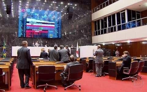 Grupos protestam contra verba indenizatória na Assembleia