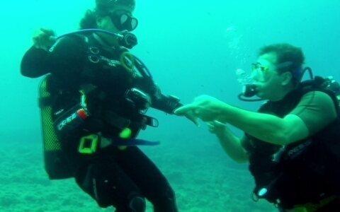 Anel encontrado no mar faz surgir história de amor