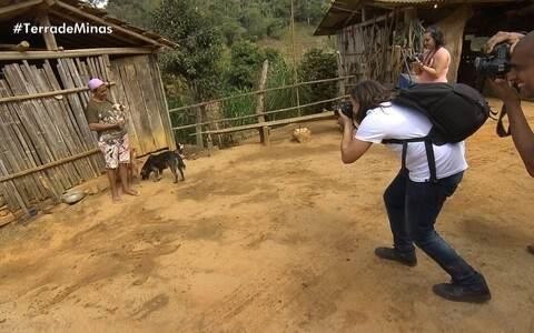Alunos de fotografia aprendem sobre a vida com família de Mariana ()