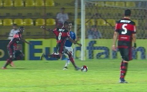 Flamengo marca no fim, elimina o Cruzeiro e vai às quartas da Copa SP