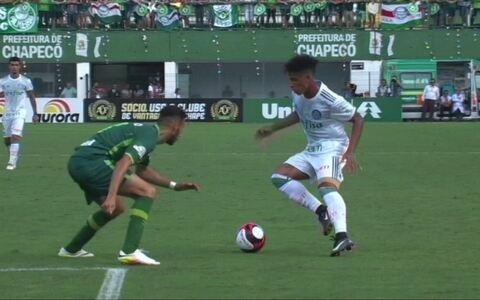 Chapecoense e Palmeiras empatam em jogo repleto de emoção em Chapecó