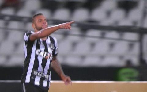 Com um a menos e dois gols de Guilherme, Botafogo bate Sport