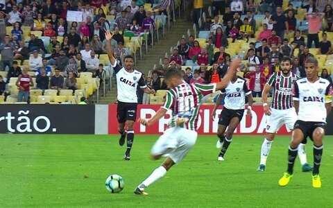 Com dois de Henrique Dourado, Flu vence o  Atlético-MG no Maracanã