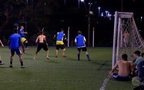 Amigos se reúnem há quatros anos para jogar futebol em Prudente