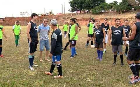 Grupo de amigos mantém tradição de 40 anos no futebol em Prudente