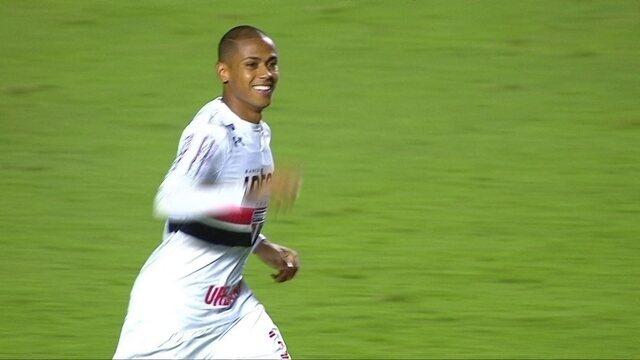 Gol do São Paulo! Aniversariante do dia, Bruno Alves cabeceia e abre placar aos 36 do 1º