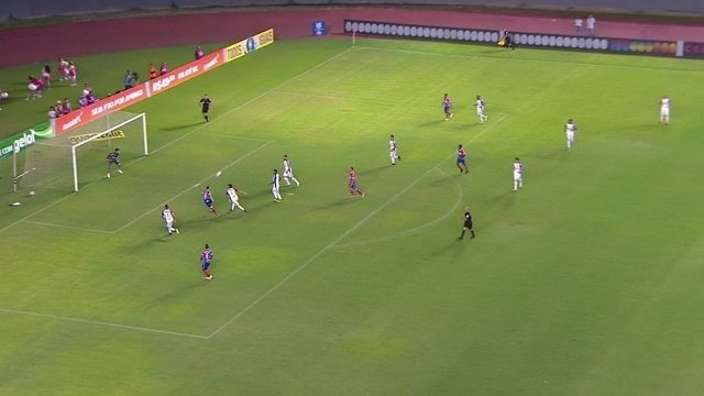Bruno cruza na área, Zé Rafael cabeceia e Richard faz boa defesa, aos 2 do 2º