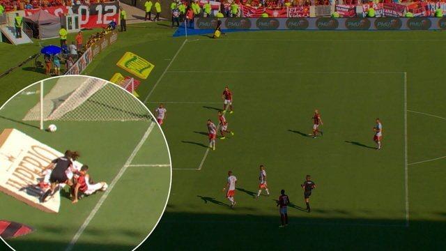 """Gaciba analisa o lance do pênalti para o Flamengo: """"a bola ultrapassa completamente a linha de fundo"""""""