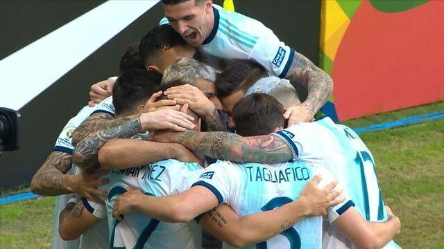 Gol da Argentina! Martínez aproveita erro da defesa e abre o placar, aos 3' do 1º Tempo