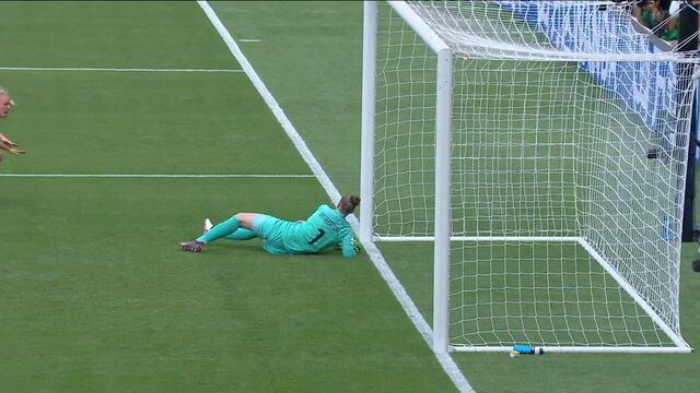 EUA chegam com perigo 2 vezes, mas goleira holandesa afasta de novo, aos 37 do 1º