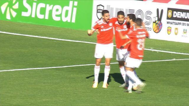 Gol do Inter! Galhardo encontra Guerrero livre para abrir o placar, aos 19 do 1'T