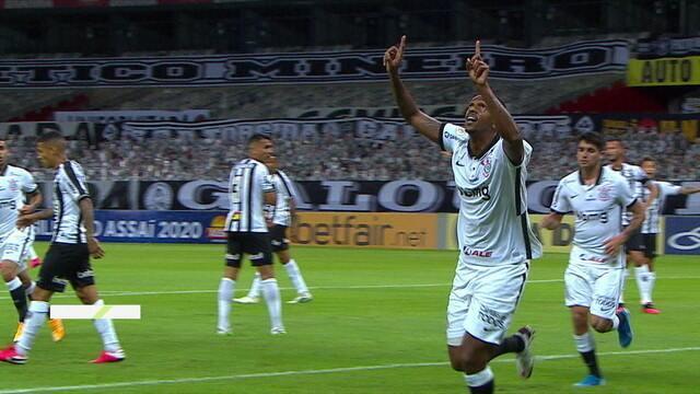 Gol do Corinthians! Araos coloca na cabeça de Jô, que marca