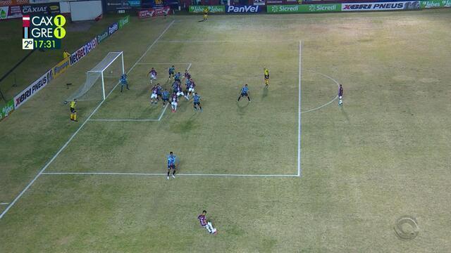 Ivan empata em cobrança de falta, mas lance é analisado e VAR anula o gol, aos 17 do 2'T
