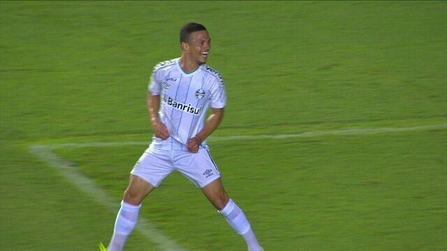 Gol do Grêmio! Darlan recebe de Everton e bate de primeira para ampliar, aos 8 do 2º tempo