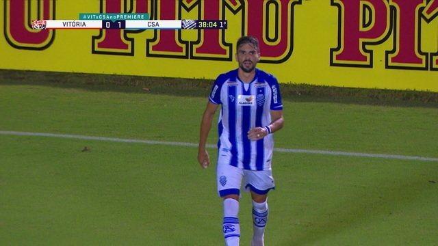 Rodrigo Pimpão avança pela direita e bate para o gol com perigo, aos 38' do 1T