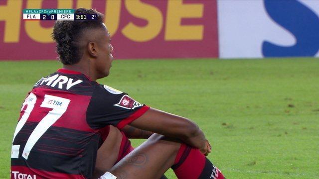 Bruno Henrique perde mais uma chance claríssima na frente de Wilson, aos 3 do 2º tempo