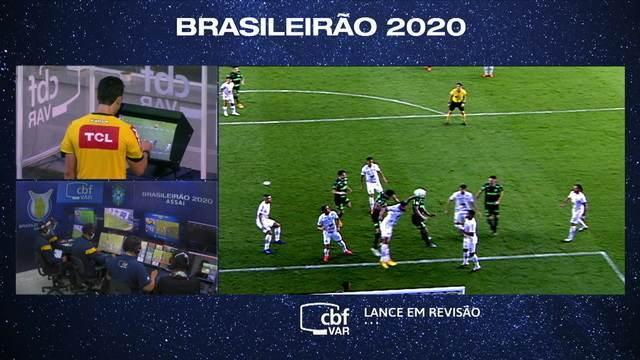 Árbitro vê lance no VAR e marca pênalti para o Palmeiras aos 8 do 2º tempo