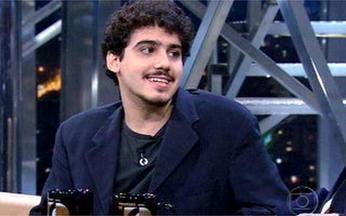 """Ator George Sauma é destaque em Toma Lá Dá Cá - Ele também está no teatro, no espetáculo """"Decameron"""", com direção de Otávio Muller."""