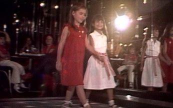 Crianças desfilam coleção infantil criada por Pierre Cardin - As roupas foram feitas com tecido brasileiro. O desfile terminou em uma grande curtição, com todos na pista dançando.
