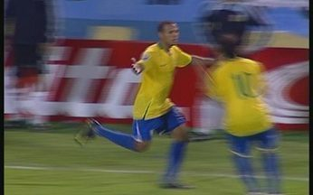 Melhores momentos: Argentina 1 x 3 Brasil pelas Eliminatórias para Copa de 2010 - Seleção brasileira garantiu vaga no Mundial da Africa do Sul ao derrotar os argentinos fora de casa.