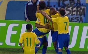 Brasil vence Argentina e está na Copa do Mundo de 2010 - Seleção brasileira bate 'hermanos' por 3 a 1 , com gols de Luis Fabiano (duas vezes) e Luisão. Dátolo desconta para o time adversário. Time é recepcionado com festa pela torcida baiana.