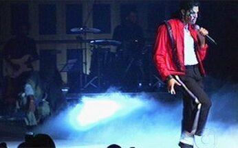 Troféu Raça Negra reúne famosos em São Paulo - Evento também homenageou o cantor Michael Jackson.