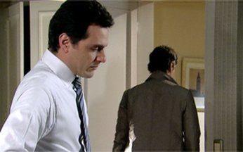 Passione - Capítulo de Quarta-feira, 30/06, na íntegra - Mauro e Gerson discutem por causa de Diana. O filho do motorista dos Gouveia pede que Diana se afaste dele