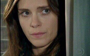 Vale a Pena Ver de Novo: Diana descobre segredo de Gerson - A reação da personagem de Carolina Dieckmann ao descobrir o que o marido tanto vê no computador.