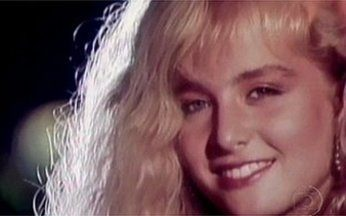 Reveja o clipe de Vou de Táxi, clássico de Angélica - Em 1988 nossa loira Angélica colocou o Brasil pra dançar com o hit