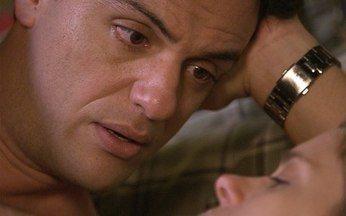 Passione - capítulo de quarta feira, dia 24/11/2010, na íntegra - Sinval pega Stela e Agnello juntos e confronta a mãe. Diana conta para Mauro que se afastou por causa de Melina