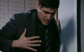 Passione, capítulo de segunda feira, dia 29/11/2010, na íntegra - Fred sabota o elevador. Myrna não verifica o elevador antes de entrar e sofre um acidente