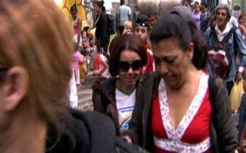 Ocupação - parte 2 - Famílias deixam edifício com protestos e lágrimas. Moradores fazem passeata e acampam em frente à Câmara Municipal.