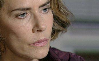 Passione - capítulo de sábado, dia 04/12/2010, na íntegra - Stela dá seu depoimento e o delegado quer saber se ela confirma sua confissão