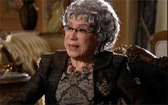 Elenco de Cordel Encantado homenageia a atriz Berta Loran - Ela vive a rainha-mãe Efigênia na trama de Duca Rachid e Thelma Guedes