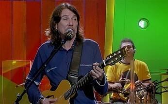 `Chiclete com Banana` - Lenine - Lenine canta `Chiclete com Banana`