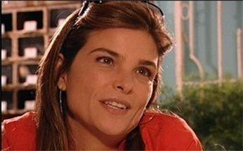 Alicinha mente para Miro - Alicinha conversa com o namorado, mas não conta que Escobar voltou para casa. Ela inventa que tem outro hóspede.