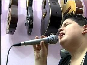 De olho em João Vitor - L – Jovem talento foi apresentado para todo o Brasil por Caçulinha