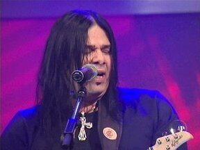 Pepeu Gomes se apresenta no Programa do Jô - Músico interpreta a música 'Eu também quero beijar'.