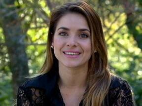 Monique Alfradique volta no tempo e recorda a patricinha Priscila, de Malhação - Atualmente, atriz está no ar como Beatriz em Fina Estampa