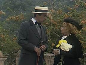 Pilotando o Baú: Cenas de La Mamma - Dercy Gonçalves estava no elenco da minissérie de 1990