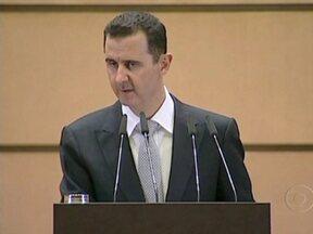 Presidente da Síria promete esmagar inimigos com mão de ferro - Bashar al-Assad repetiu nesta terça-feira (10) que tem combatido, apenas, terroristas armados. Já a ONU afirma que o regime sírio matou mais de 5 mil manifestantes pacíficos em dez meses, desde o início dos protestos contra o governo.
