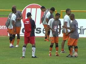 Técnico Toninho Cerezo quer reduzir elenco do Vitória - O grupo tem mais de 30 atletas, mas o treinador quer que o número caia para 22.