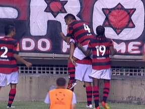 Flamengo avança de fase na Libertadores - O Flamengo venceu por 2 a 0 o Real Potosí no Engenhão. Ronaldinho Gaúcho marcou aos 46 minutos do segundo tempo o gol da vitória. O Rubro-Negro avança agora para o Grupo 2 da competição sul-americana.