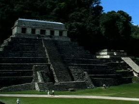 """Calendário Maia identifica o ano de 2012 como o fim de um grande ciclo - No dia 21 de dezembro de 2012 termina o calendário criado pela civilização maia. Não há registro sobre o que aconteceria depois, mas não faltam especulações. E arqueólogo afirma: """"calendário não fala de fim do mundo""""."""