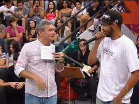 Emicida fala sobre a sua carreira fora do Brasil - Rapper também apresenta o seu último EP, batizado de Doozicabraba Revolução Silenciosa