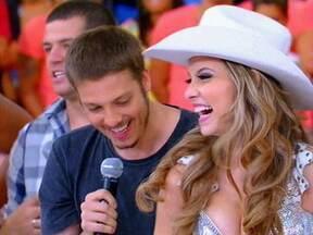 Esquenta recebe a rainha da festa de Barretos de 2011 - Direto de Andradina, Heloísa Moreira se apresenta no palco do Esquenta