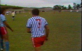 Beth Carvalho conta histórias dos últimos dias de Garrincha como jogador de futebol - Cantora fala de curiosidades da passagem do craque pelo Olaria, onde encerrou a carreira vencedora depois de jogar pelo Botafogo, Corinthians, Flamengo e Seleção Brasileira.