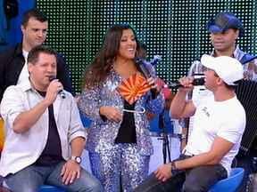 Tchê Garotos esquenta o domingo com misturas musicais - Regina Casé relembra momentos marcantes da carreira do grupo